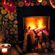 Openhaard in kerstsfeer